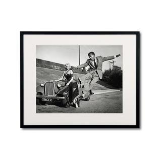 Frank Worth – Marilyn Monroe – Sammy Davis Jr./ Set how to marry a millionaire, 1953 Frank Worth – Freund und Fotograf der großen Hollywoodstars. Hochwertige Edition auf Barytpapier: In den 50er-Jahren ein Schnappschuss – heute ein begehrtes Sammlerobjekt. Maße: gerahmt 70 x 60 cm