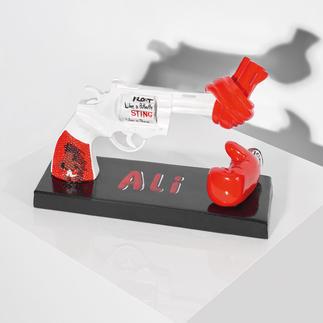 """Carl Fredrik Reuterswärd / Muhammad Ali – Knotted Gun - Punch for Peace Carl Fredrik Reuterswärd: Der Bildhauer des Friedens.  """"Knotted Gun"""" – das Monument des Gewaltverzichts in einer Interpretation von Muhammad Ali. 499 Exemplare. Maße: 19 x 14,4 x 5,5 cm"""