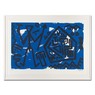 """A. R. Penck – Pentagon blau A. R. Penck: Die ersten Exemplare seiner viele Jahre unter Verschluss gehaltenen Edition """"Pentagon blau"""". Maße: gerahmt 118 x 88 cm"""