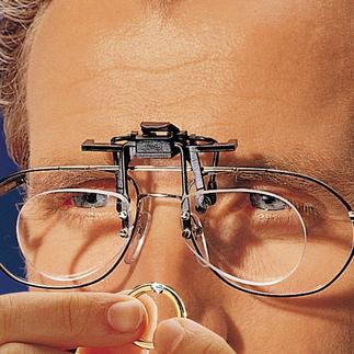 Lupenclip Mit dem aufsteckbaren Lupenclip für Ihre Brille sehen Sie 2,5 fach vergrößert.