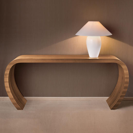 sideBow - Eindrucksvolle Schlichtheit. Elegant skulpturale Form. Handwerkskunst aus Ostwestfalen.