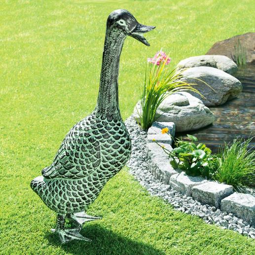"""Gartenskulptur """"Ente"""" - Aus wetterfestem Aluminium. Lebensgroß und mit wunderschöner Patina: ganzjährig ein eleganter Blickfang."""