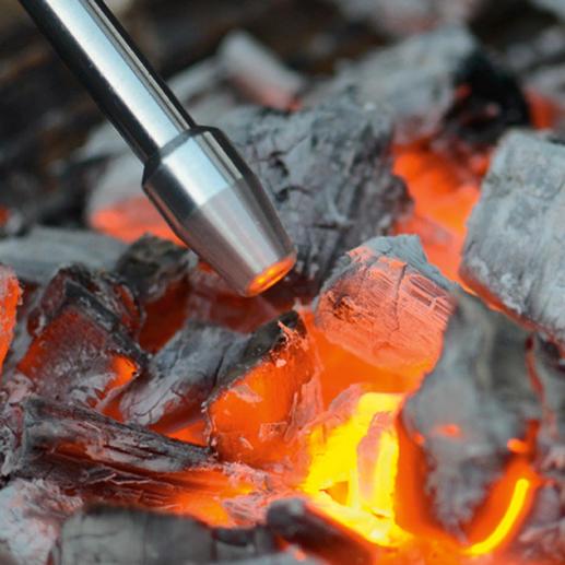 Sauber und schnell: Mit dem Bouffadou entfachen Sie müde Feuer gezielter als z. B. mit einem Blasebalg.