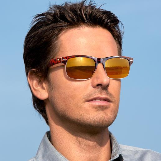 Im klassischen Fliegerbrillen-Design mit doppeltem Steg …