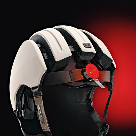 Der Premium-Fahrradhelm ist mit einer zuschaltbaren LED-Rückleuchte ausgestattet.