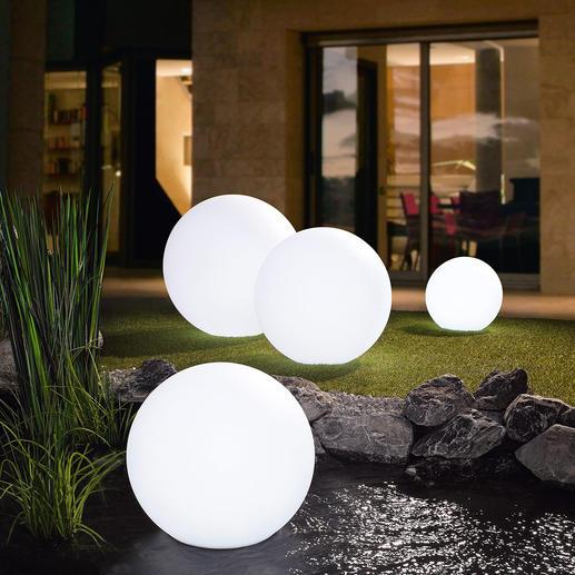 LED-Akku-Leuchtkugel - Faszinierendes Lichtspiel mit bis zu 17 Farben verzaubert Ihren Garten.