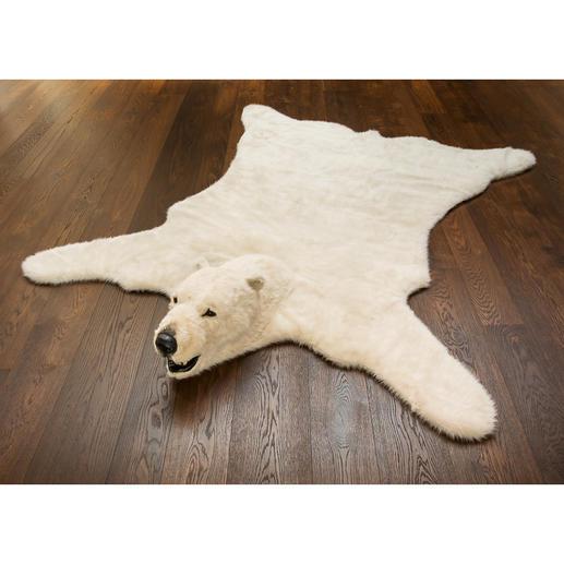 Unglaublich lebensecht: das 205 x 220 cm große Kunstfell mit charakteristischem Eisbär-Kopf.