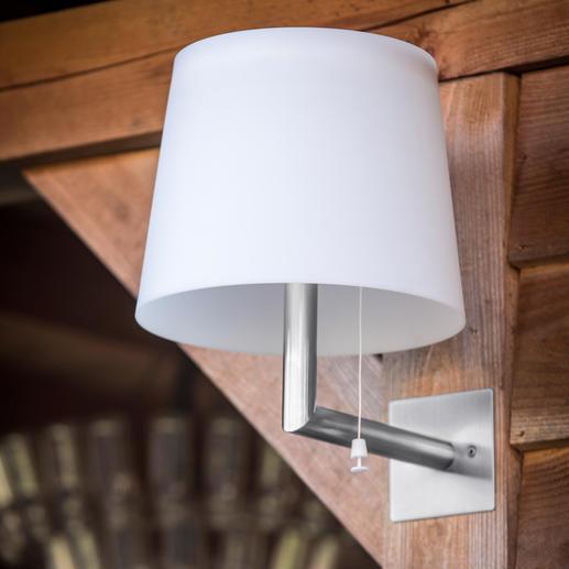 Per Fernbedieenung lässt sich das warmweiße LED-Licht in zwei Stufen dimmen.