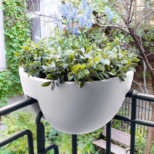 Eck-Geländer-Pflanztopf Üppige Blütenpracht platzsparend dekoriert. Einfach aufstecken. Mit zwei separaten Pflanzkammern.