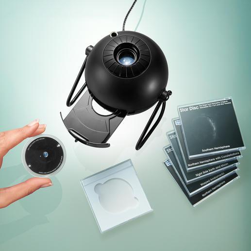 Im Nu gewechselt: Per Tastentipp öffnet sich das Gerät – bereit zum Einlegen der gewünschten Projektionsscheibe.