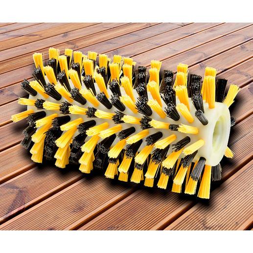 Perfekt für Holzdielen und -bänke: Die Nylon-Borsten der Hoch-Tief-Bürstenwalze (separat erhältlich) gelangen schonend in Rillen und Zwischenräume.