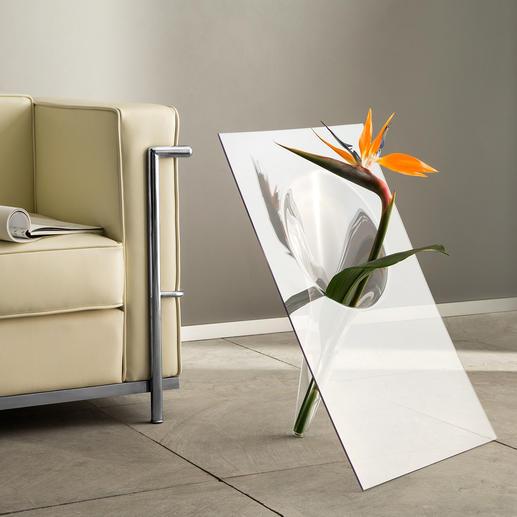 Boden- oder Tischvase - Außergewöhnliches Design: Die glasklare, handgefertigte Vase hebt die Blüten effektvoll hervor.