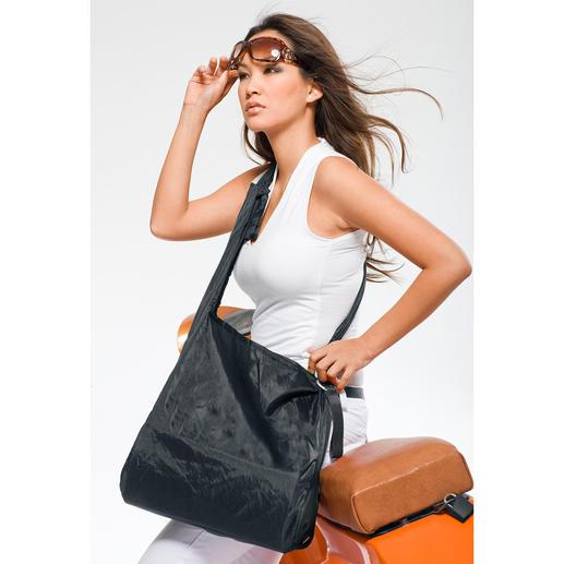 Ist der Shopper im Einsatz, verstauen Sie sein Hardcase in dem kleinen Seitenfach.