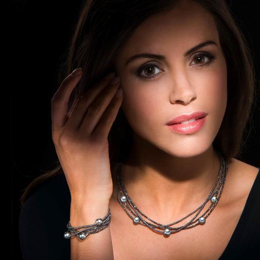 Hämatit-Kette oder -Armband mit Tahiti-Zuchtperlen - Das perfekte Paar: Hämatit-Edelsteine & Tahiti-Zuchtperlen. Dunkel. Geheimnisvoll. Angesagt metallischer Glanz.