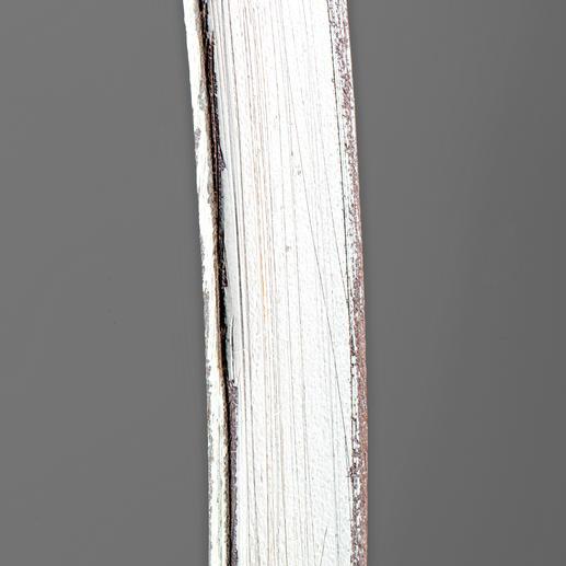 Drei Arbeitsschritte sind nötig für den angesagten Vintage-Look: zunächst brüniert, dann weiß lackiert und schließlich partiell abgeschliffen.