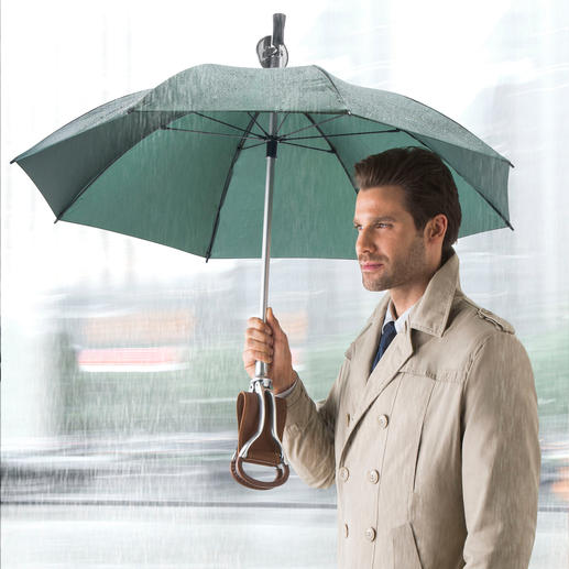 Sitzstock-Regenschirm - Drei in einem: Regenschirm, eleganter Spazierstock – und komfortabler Sitzplatz.