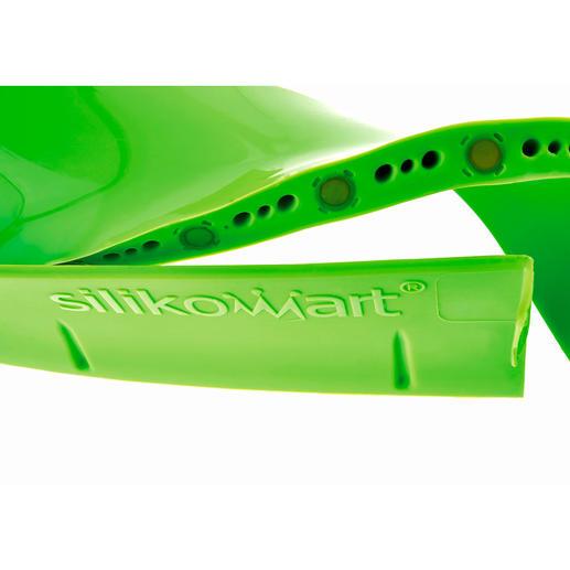 Durch integrierte Magnete haftet die Unterkante fest am Backblech und schließt dicht ab.