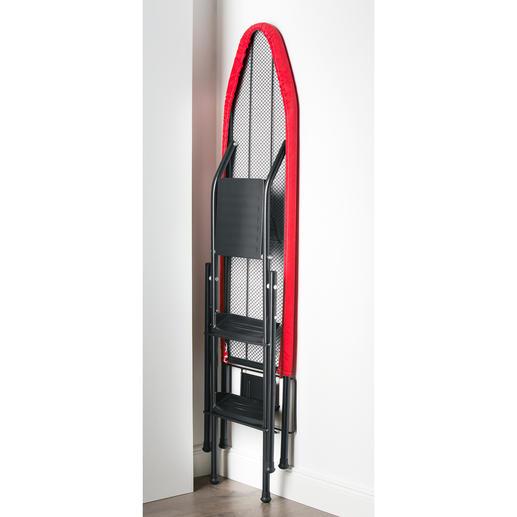 Das Bügelbrett lässt sich einfach platzsparend zusammenklappen und verstauen.