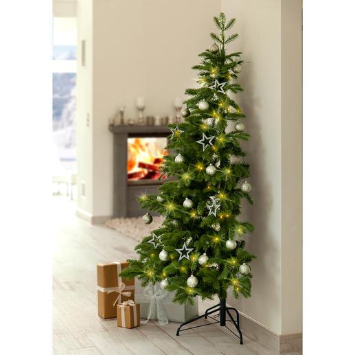 Halber Weihnachtsbaum - Schön. Groß. Täuschend echt. Und raffiniert halbiert.