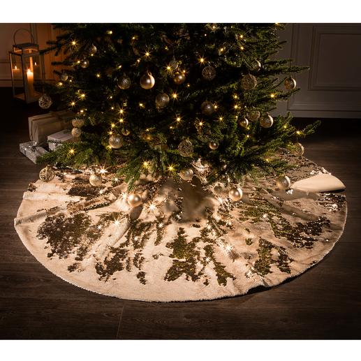 Pailletten-Christbaumdecke - Im angesagten Metallic-Trend: festliches Funkeln unter dem Weihnachtsbaum.