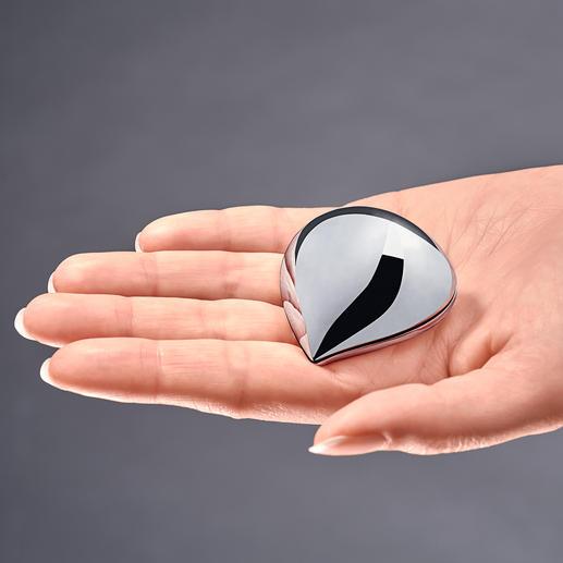 Alessi Pillendose - Glänzend elegant wie ein schickes Accessoire. Mit bequemem Einhand-Verschluss.