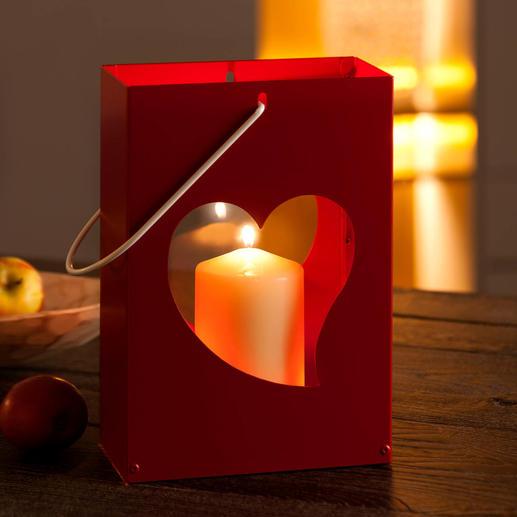Entzünden Sie im Innern ein Teelicht, eine Kerze – und sanftes Leuchten taucht die Motive in romantisches Licht.