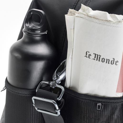 Zwei seitliche Fächer eignen sich perfekt für Trinkflasche und Leselektüre.