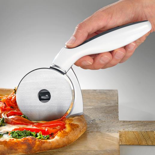 Pizzaroller mit Kantenschneider Teilt Pizza und Rand bis in jede Ecke des Backblechs perfekt.