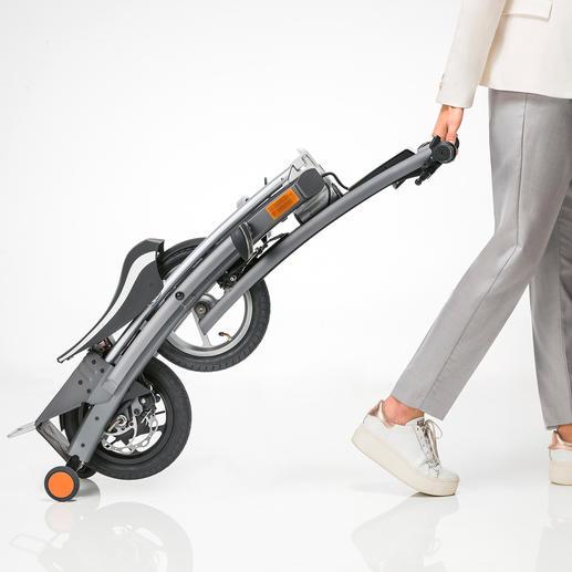 Zusammengefaltet lässt sich der E-Scooter bequem ziehen.
