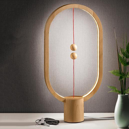 Heng Balance Lamp Faszinierendes Leucht-Objekt statt simpler Tischlampe. Mit scheinbar schwebendem Schalter.