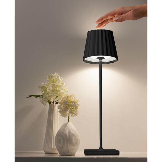 Einfach durch Fingerdruck auf den Lampenkopf passen Sie die Lichtintensität Ihren Wünschen an.