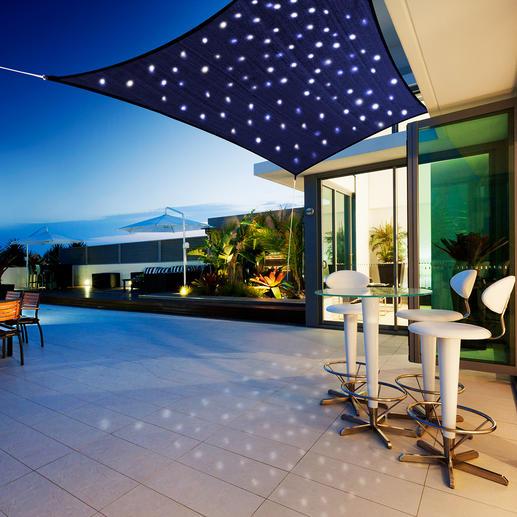 """Sonnensegel """"Sternenhimmel"""" 100 Mikro-LEDs lassen im tiefblauen Spannsegel romantische Lichtpunkte funkeln. Solar- oder akkubetrieben."""