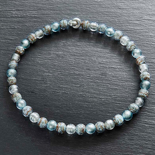 Murano-Collier Eisperlen Venezianische Pracht: schimmerndes Weißgold, eingefangen von edlen Perlen aus Murano-Glas.