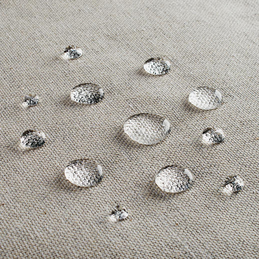 Dank fleckabweisender Teflon™-Beschichtung bleibt Ihre Tischwäsche länger tadellos.