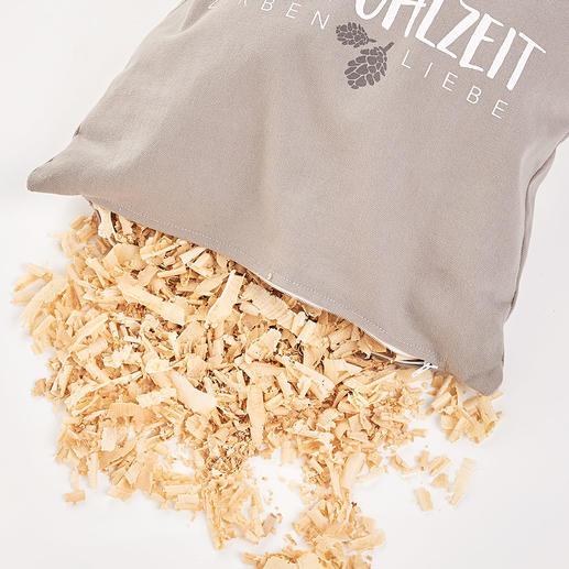 Die Füllung des Kissens besteht zu 100% aus duftenden, zarten Zirbenholzflocken.