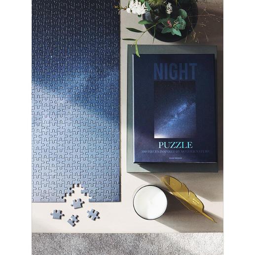 Das Motiv Nachthimmel zeigt die unendliche Tiefe des Sternenhimmels in unzählig feinabgestuften Nachtfarben.