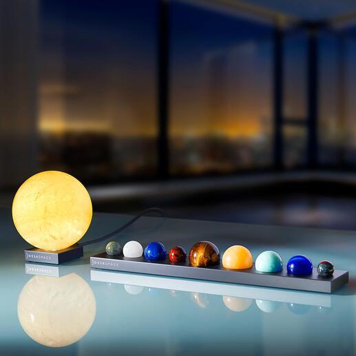 Sonne oder PlanetenaufAluminium-Sockel Naturgetreue Ebenbilder der Planeten – überstrahlt von der imposant leuchtenden Sonne.