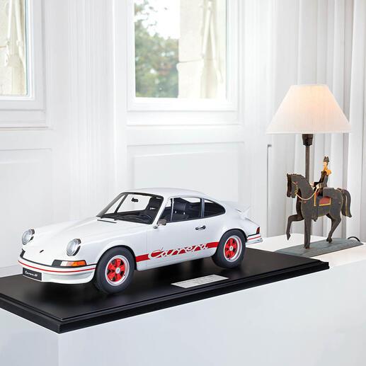 Porsche911CarreraRS1972,1:8 Aufwändig handgefertigt: die perfekte Replik des berühmten Vorbilds – als limitierte Edition von 191 Stück.