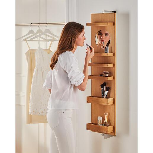 Wand-Kosmetikspiegel Ein Dreh – schon ist alles weggeräumt: im schwenkbaren Wandspiegel mit großzügigem Fassungsvermögen. Vielseitig, komfortabel und platzsparend.