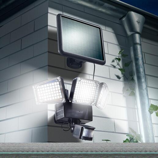 1.500-Lumen Solar-Sicherheitsleuchte 1.500 Lumen Flutlicht. Sensorgesteuert. Und kein Cent Stromkosten. Für mehr Sicherheit auf Gartenwegen, Treppenstufen, Hausaufgängen, ...