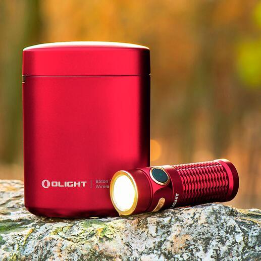 OlightBaton3 mit Lade-Etui Die erste Taschenlampe mit eigenem Lade-Etui. Ideal auf Reisen, beim Trekking, im Auto, Wohnmobil, ...