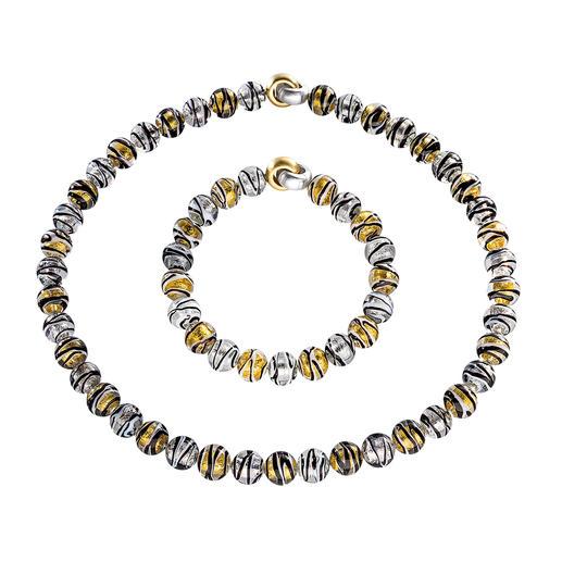 Perlenarmband und -collier aus edlen Murano-Glasperlen. Jede einzelne Perle fertigen Glaskünstler auf Murano noch aufwändig von Hand.