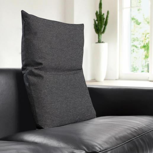 Perfekt zu den aktuellen Sitzmöbeln: die grob gewebten Bezüge in den Wohnfarben Hellgrau, Dunkelgrau und Braun.
