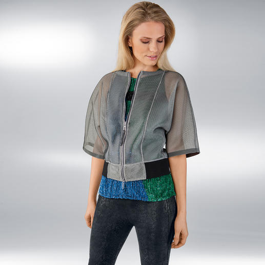 CostumeNemutso Mesh-Metallic-Blouson Trendiges Schmuckstück: Blouson-Form. Mesh-Gewebe. Metallic-Optik. Sporty-Chic.