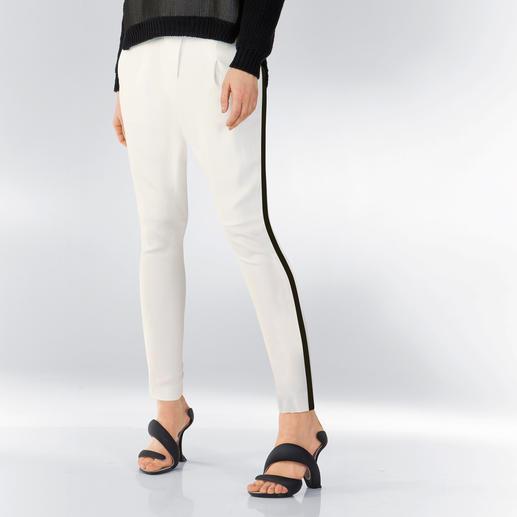 CostumeNemutso Pantaloni bianco - Die perfekte weiße Hose im Sommer 2015: Lässige Weite. Fließender Stoff. Sportive Eleganz.