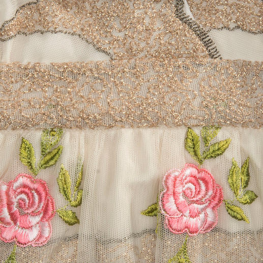 """Blugirl Rosen-Kleid Keiner trifft den romantisch verspielten Feen-Look so gut wie Blugirl-Designerin und """"Rosenkönigin"""" Anna Molinari."""