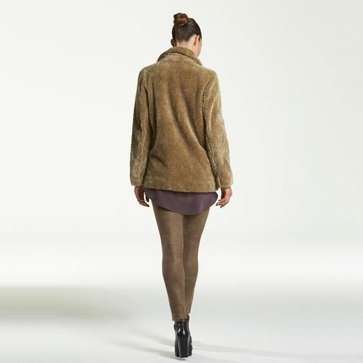 Pinko Teddy-Caban Im Fashion-Fokus: Fell-Optiken. Trendy und zugleich tragbar bei Pinko.