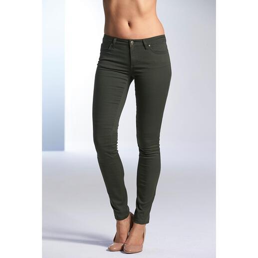 Versace Collection Military-Pants oder -Rolli Bei anderen bloß Basics. Bei Versace ein Look: Rolli und Röhrenjeans im angesagten Military-Style.