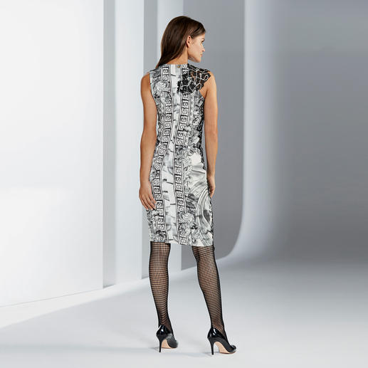 Versace Collection Sanduhr-Kleid Heute hochaktuell – und morgen ein Evergreen: Versaces Ornamenten-Kleid mit Spitzen-Optik.