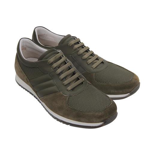 Lagerfeld Kalbleder-Sneakers Modische Materialmix-Optik und doch ganz aus luxuriösem Kalbleder: Der Designer-Sneaker von Lagerfeld.